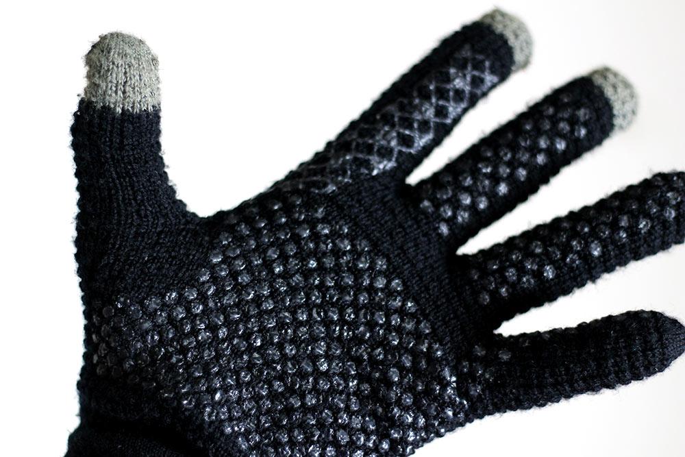 「フリック入力手袋」のすべり止めがすごい