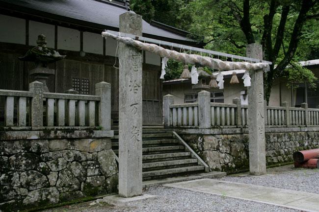 杉王神社の拝殿</figcaption> </figure>