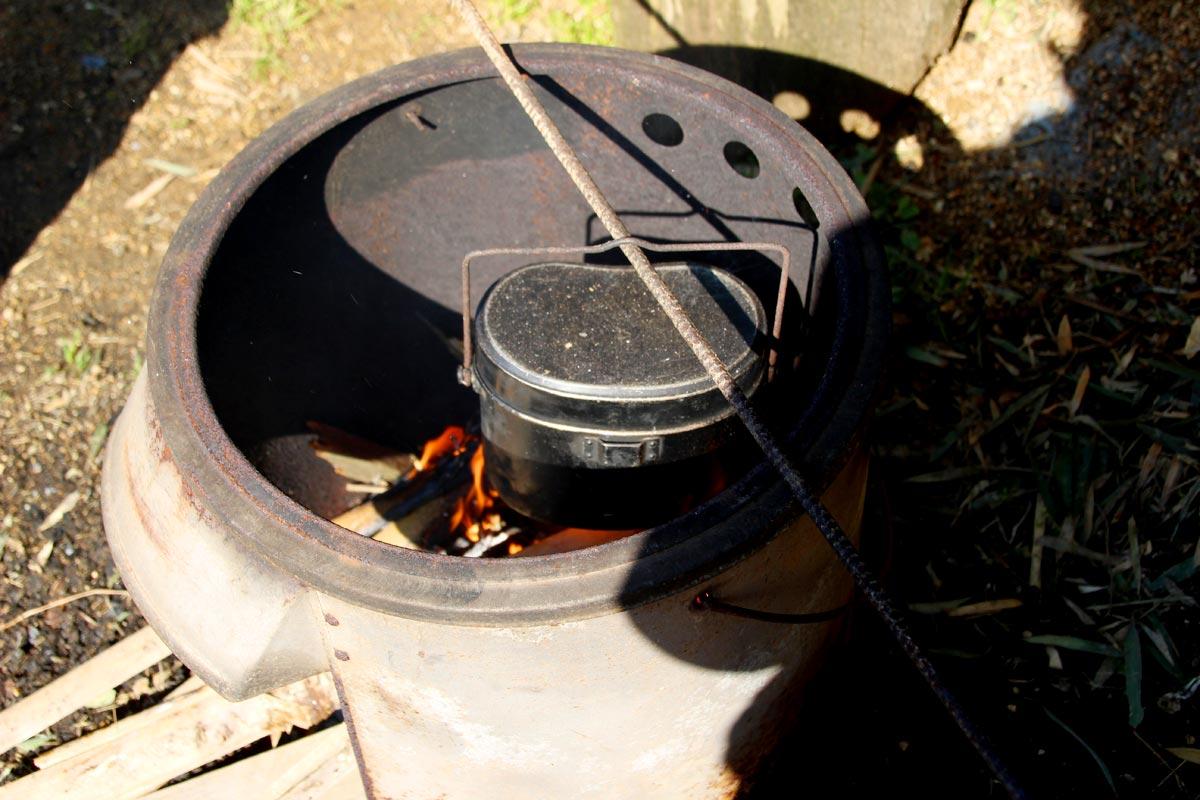 「はんごう」でたけのこご飯を炊く