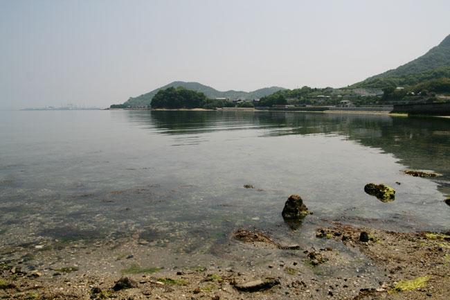 「新さぬき百景」、「四国のみずべ八十八カ所」のひとつである大見海岸