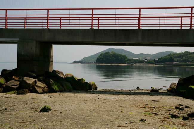 つしま橋と大見海岸