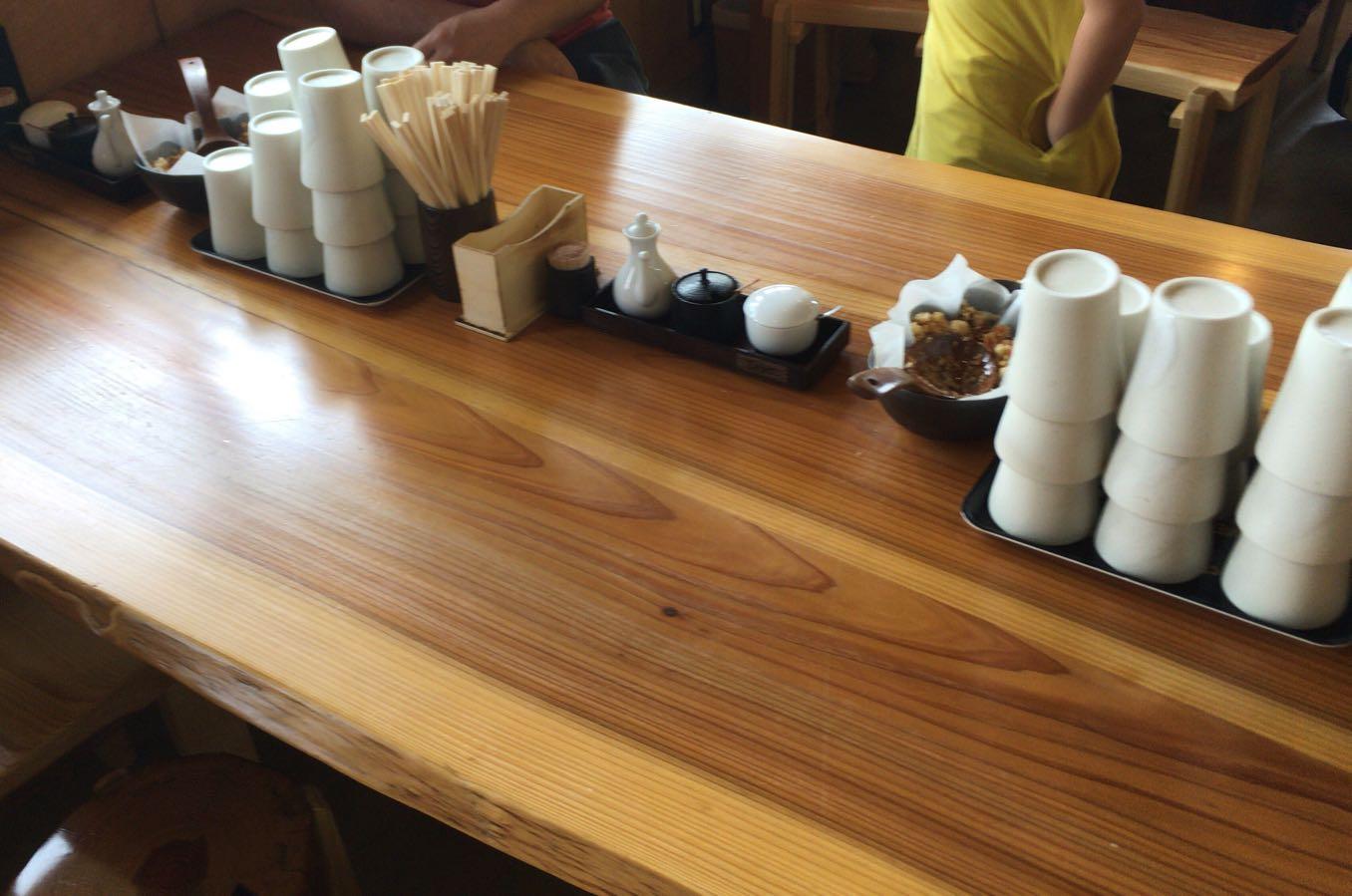 「あかみち」のテーブルの上