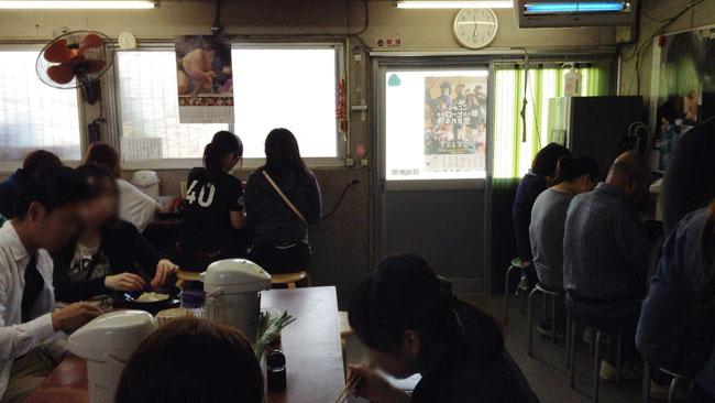 日の出製麺所の店内様子
