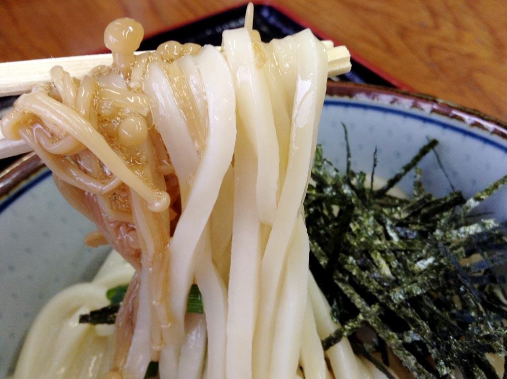 「なめたけぶっかけ」の細麺
