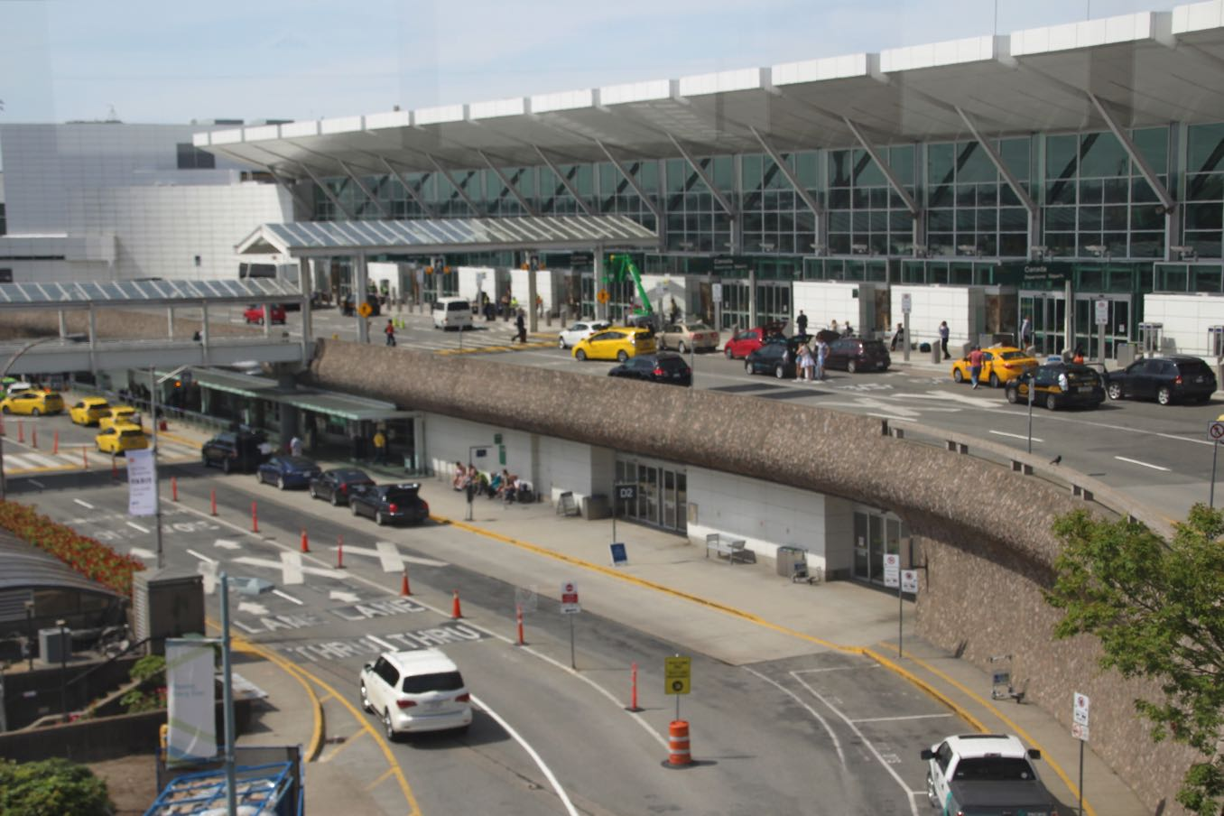 バンクーバー国際空港の外観