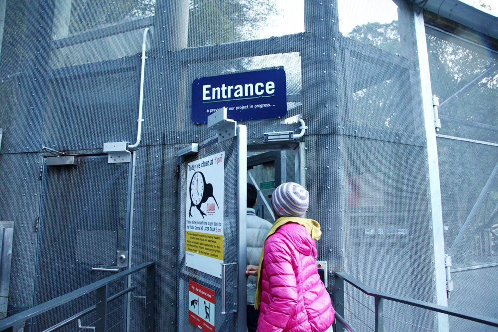 ZEALANDIAに入るには厳重な扉を越える