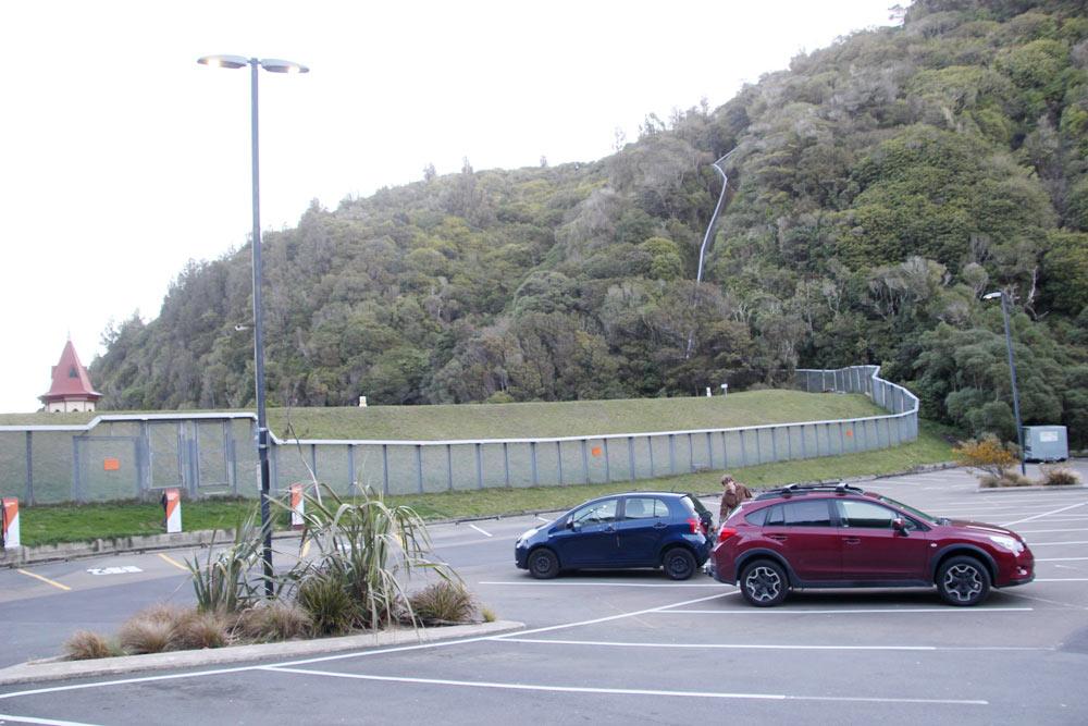 ZEALANDIAは四方八方が完全にフェンスで囲まれている