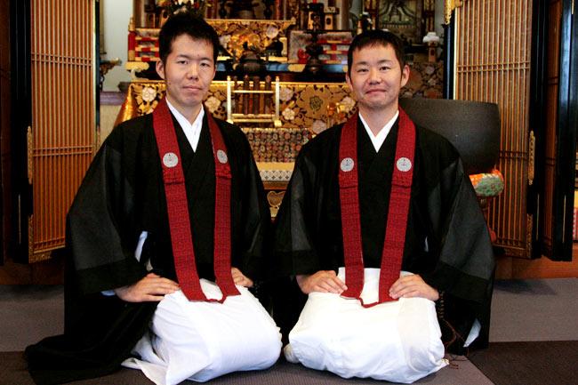左: 兄の三原 貴嗣(通称: へんも)さん・右: 弟の三原 俊亮(通称: とっしゃん)さん