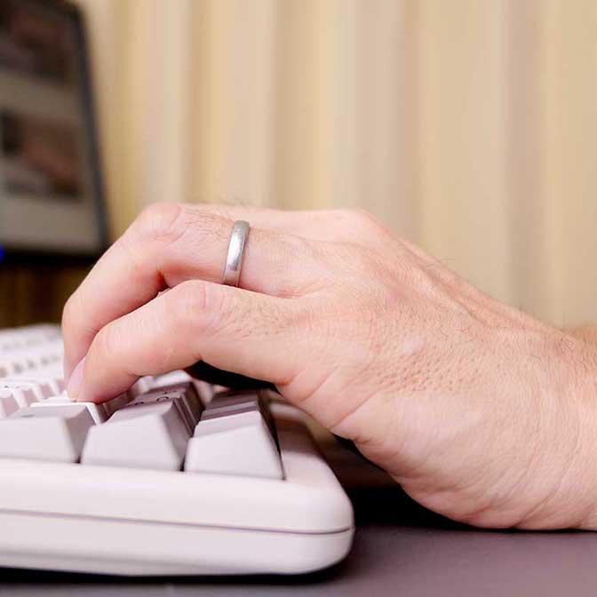 タイピングの姿勢は? 指や手首はどのように置けばいいの?