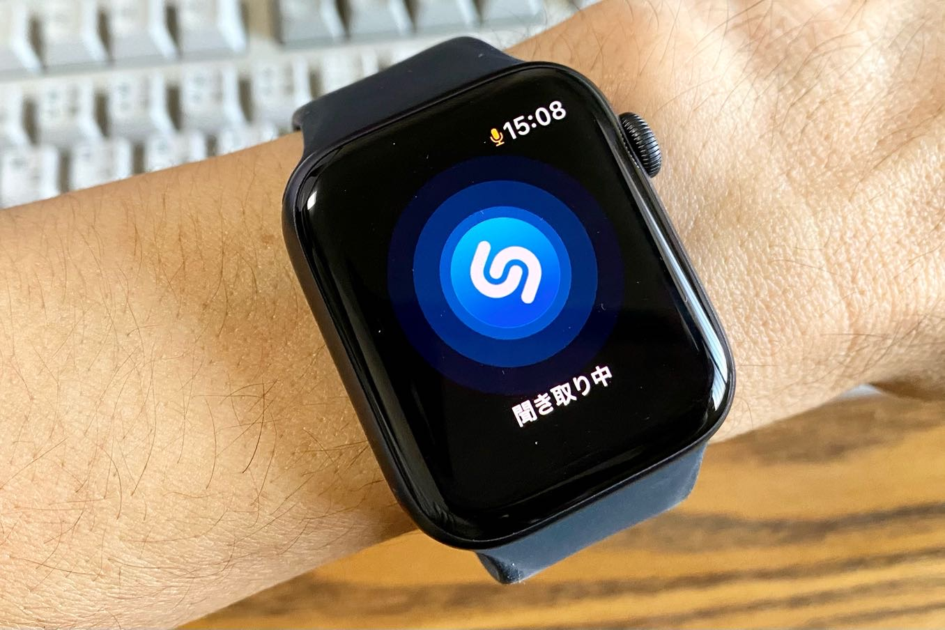 「Shazam」でかかっている音楽を調べる