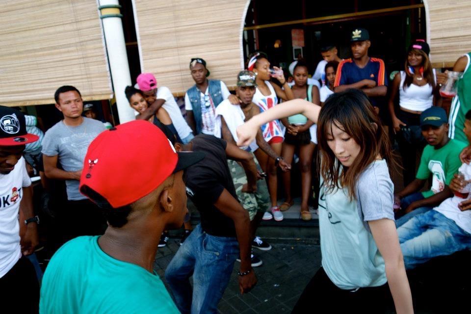 アフリカで踊る まどぅーさん