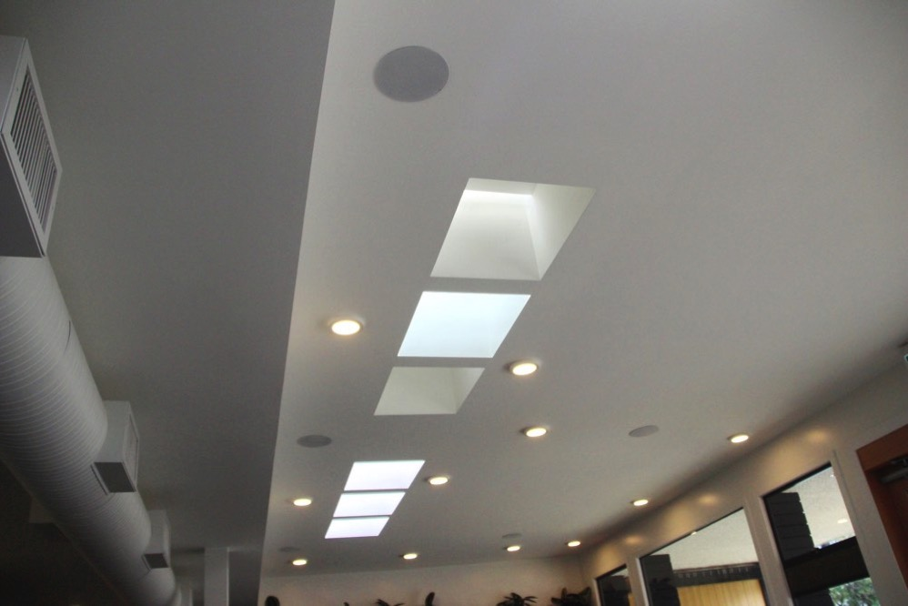 天井も真っ白