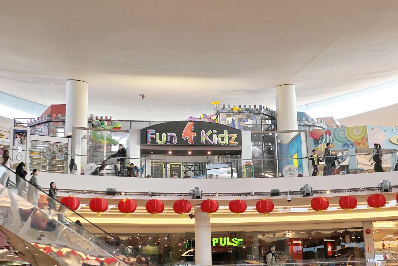 3階には「Fun 4 Kidz」という文字が?