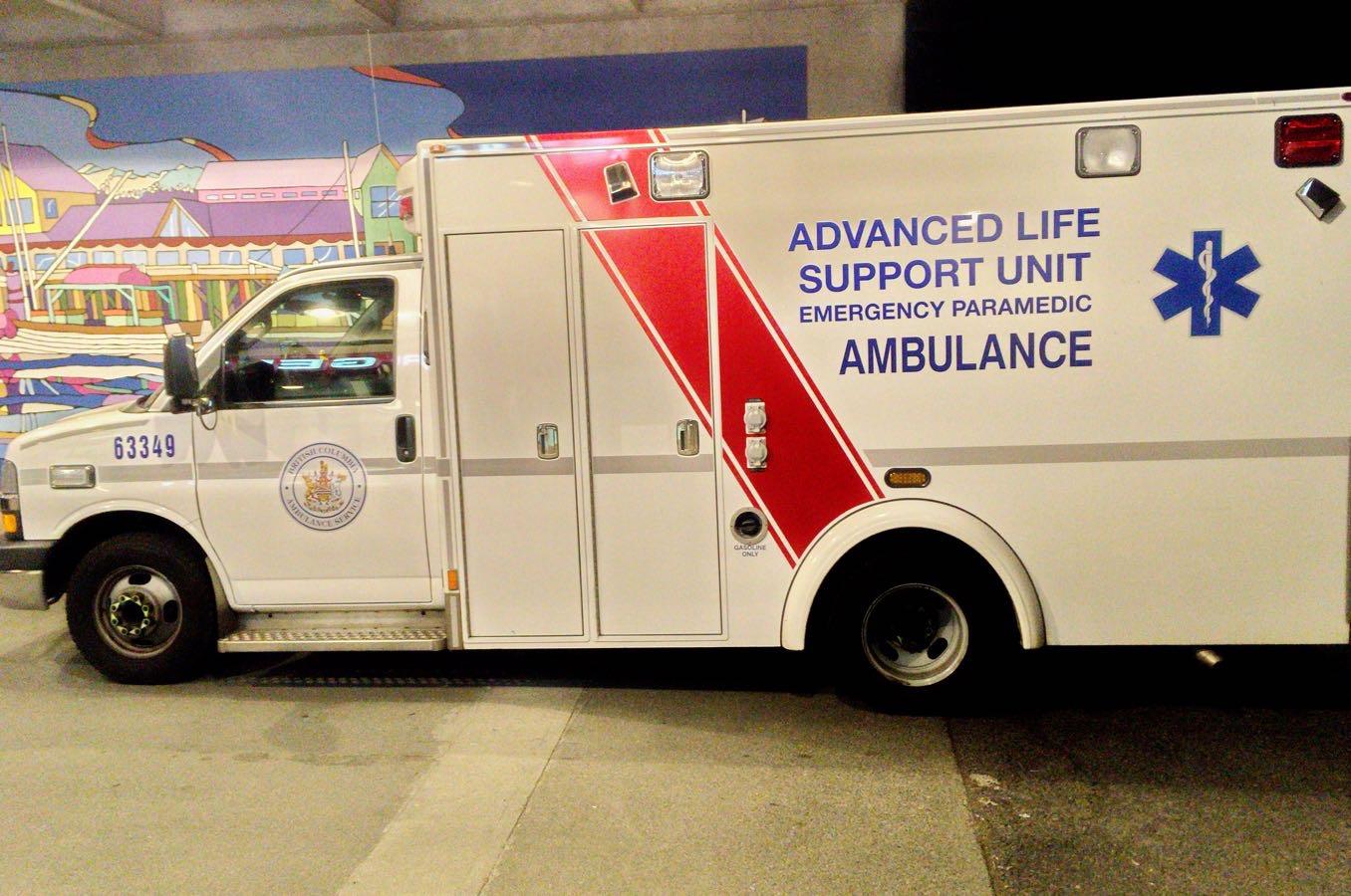 救急車で運ばれた