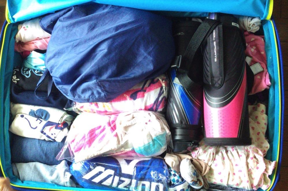 横にしないとスーツケースの中を開けられない