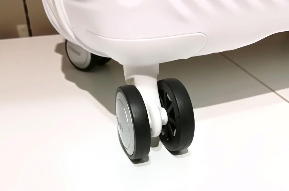 スーツケースの車輪2つのタイプ