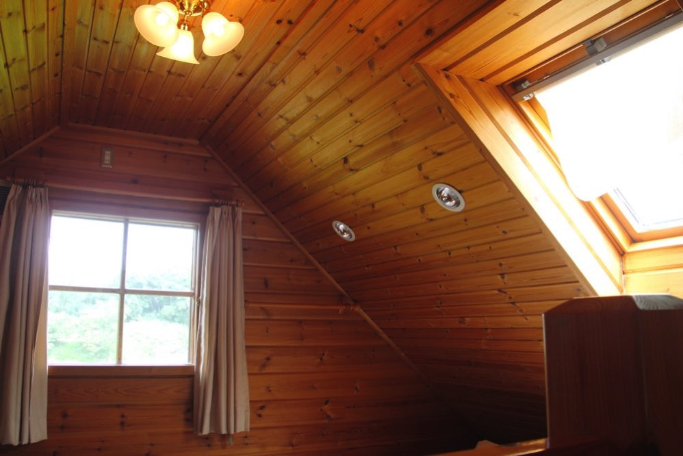 二階は屋根裏部屋