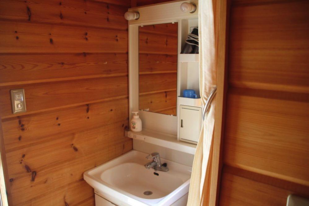 トイレのとなりの洗面所