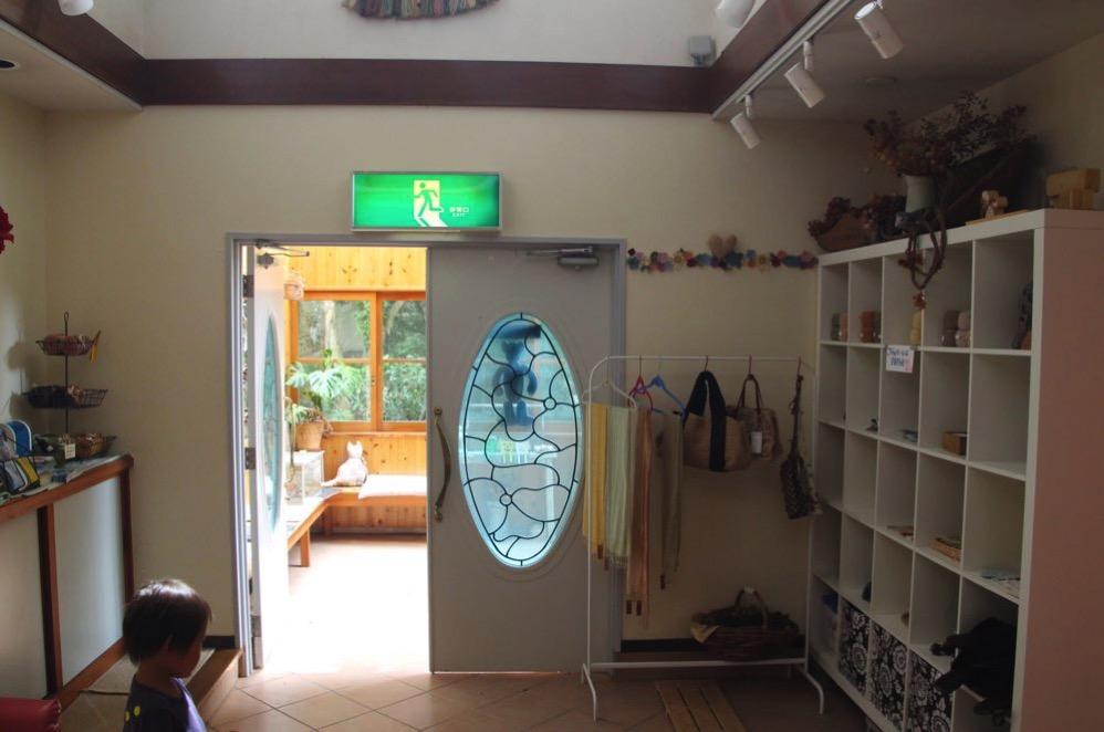 共有スペースの玄関