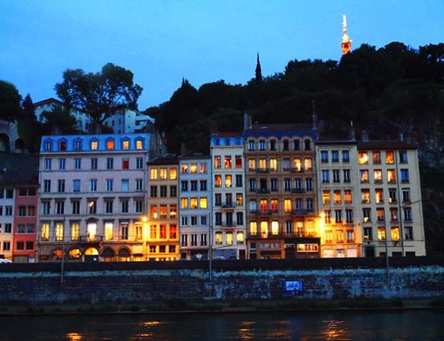 フランスの夕暮れの風景