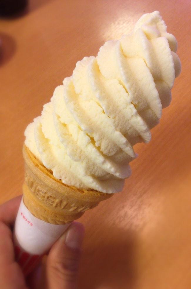 桃のソフトクリーム