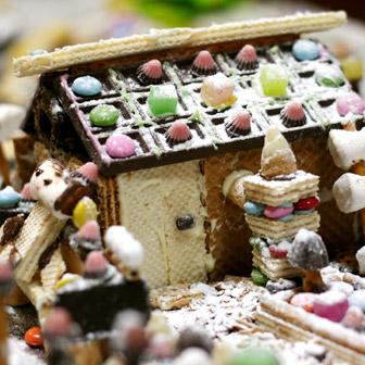 市販のお菓子で「お菓子の家」を子どもたちに作らせてみたら……