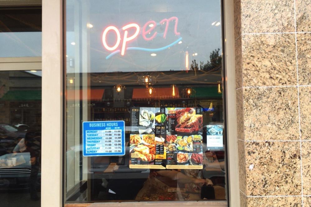 「Open」のネオン