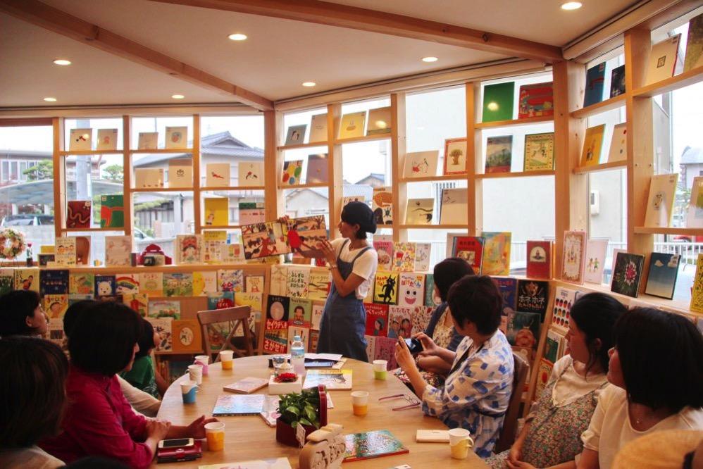 Chiakiさんの絵本の朗読会での様子