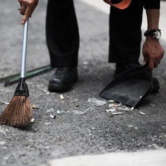 社員の時間は湧き出る水かw! 15分前出勤で掃除させる会社の話