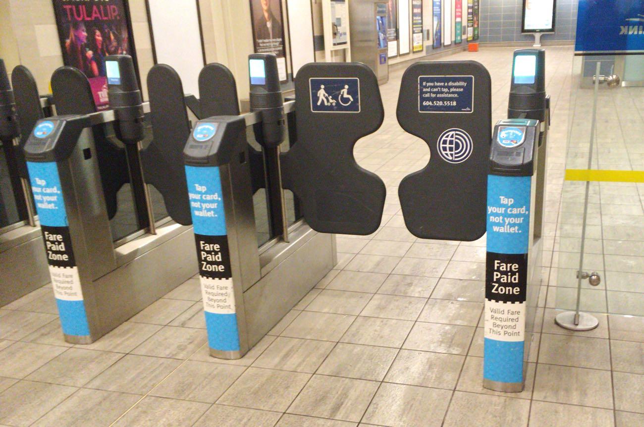 スカイトレイン(電車)に乗るときにある自動改札
