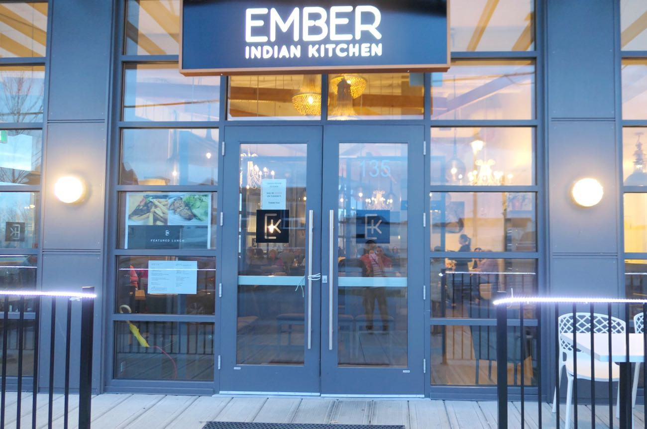 Ember indian kitchenの入り口