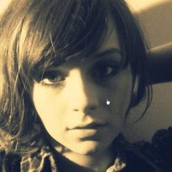 Gabrielle Aplin(ガブリエル・アプリン)の「Panic Cord(パニック・コード)」が良すぎる! 顔も声も可愛いすぎる! | yossense