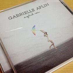 2013年の女性洋楽アルバムでイチオシ! Gabrielle Aplin(ガブリエル・アプリン)の『English Rain』