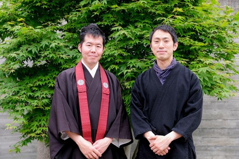 左: へんも さん・右: お香の専門家 岩佐喜雲さん