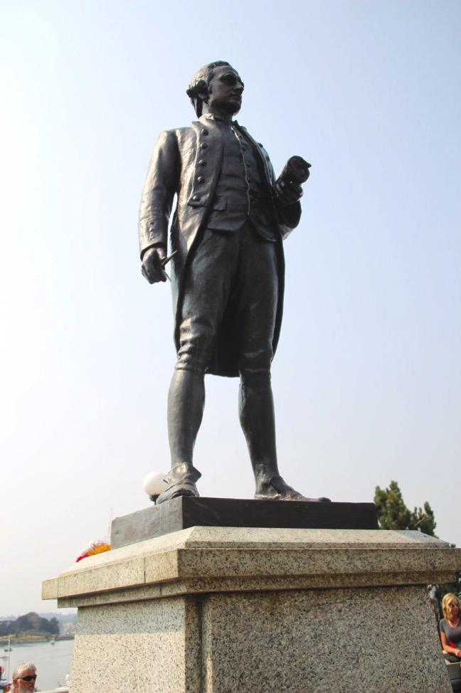 ジェームズ・クックの銅像