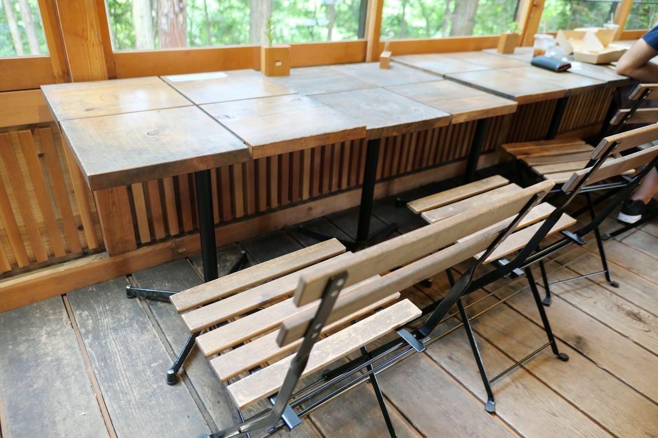 キトクラスカフェのテーブル