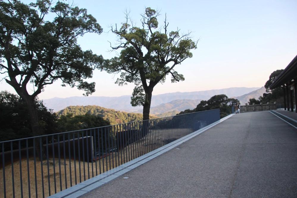 「緑黛殿」の前の風景