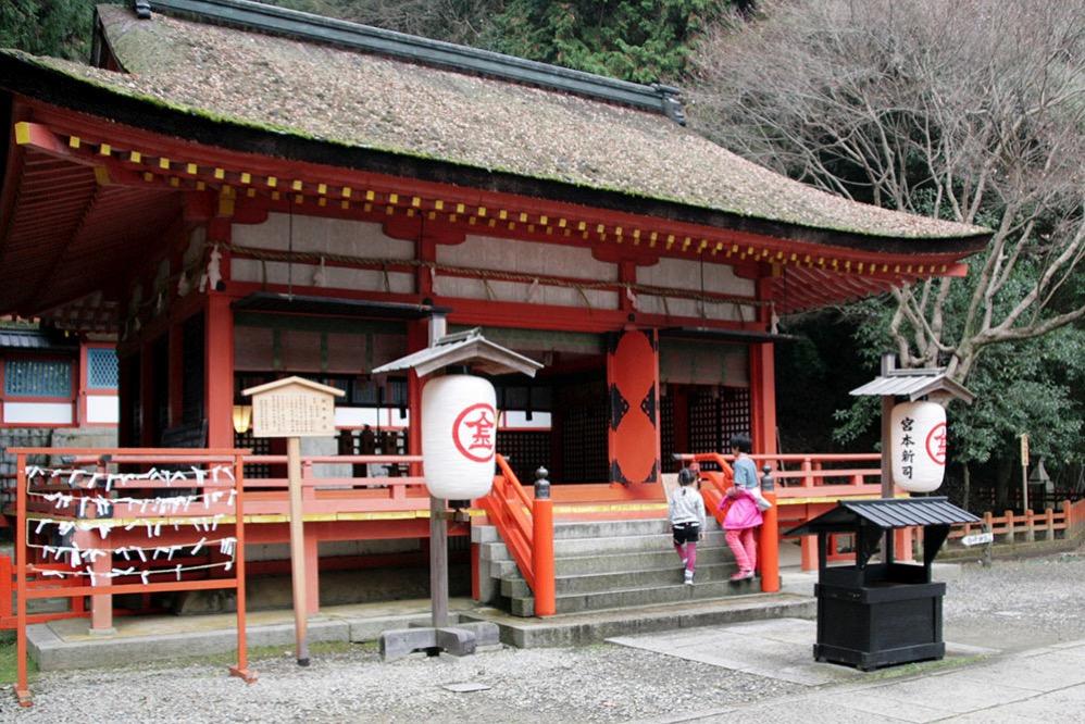 白峰神社の朱色がきれい