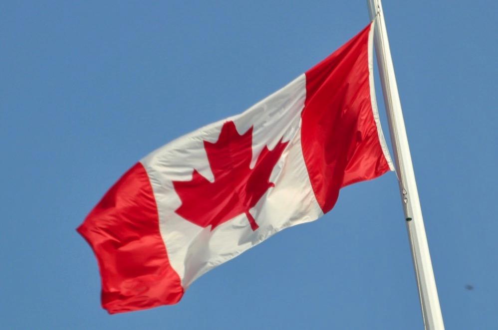 大きなカナダの国旗も見えます