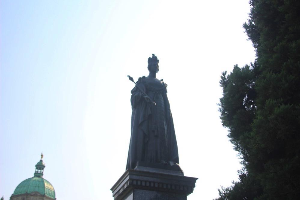 ビクトリア女王の銅像