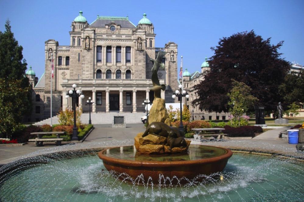 ブリティッシュコロンビア州議事堂の裏にある噴水