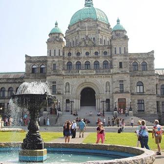 [カナダ]ブリティッシュコロンビア州議事堂はお城みたい! RPG好きはテンション上がるよ