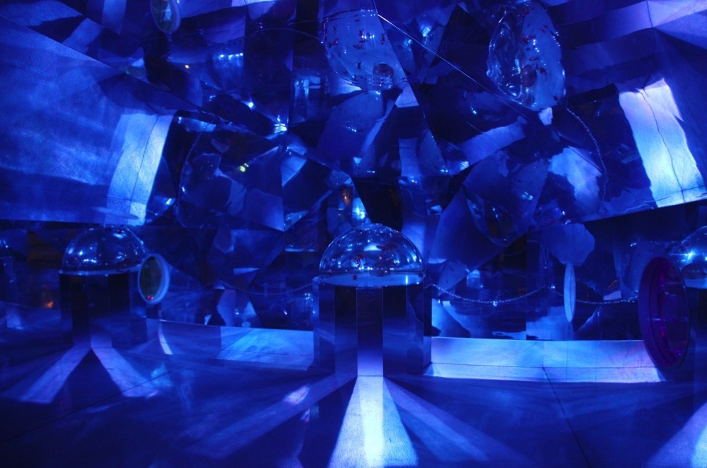 「金魚万華鏡」の内部