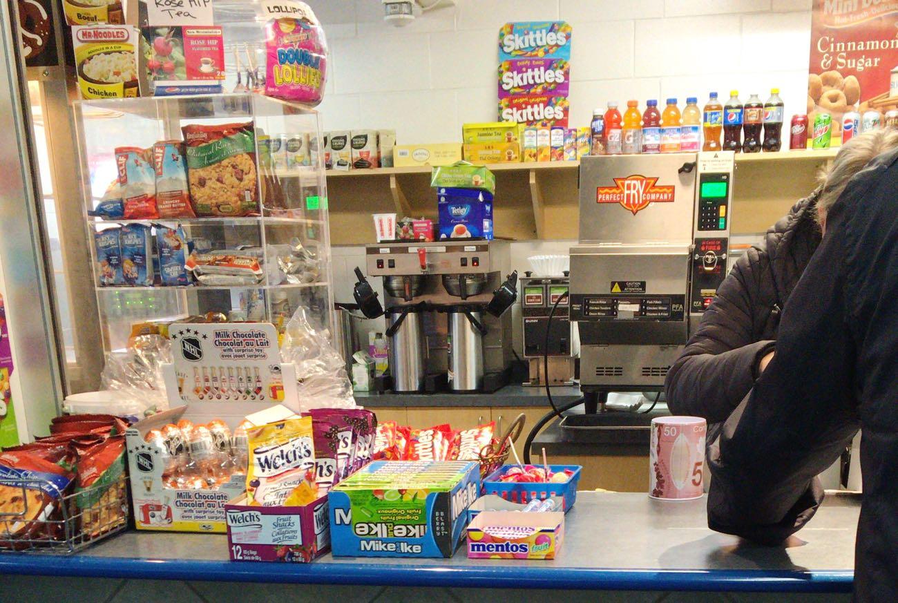 売店にはお菓子もいっぱい