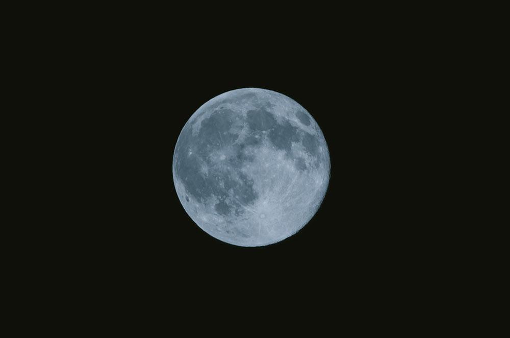 「Monday」の語源は「月」