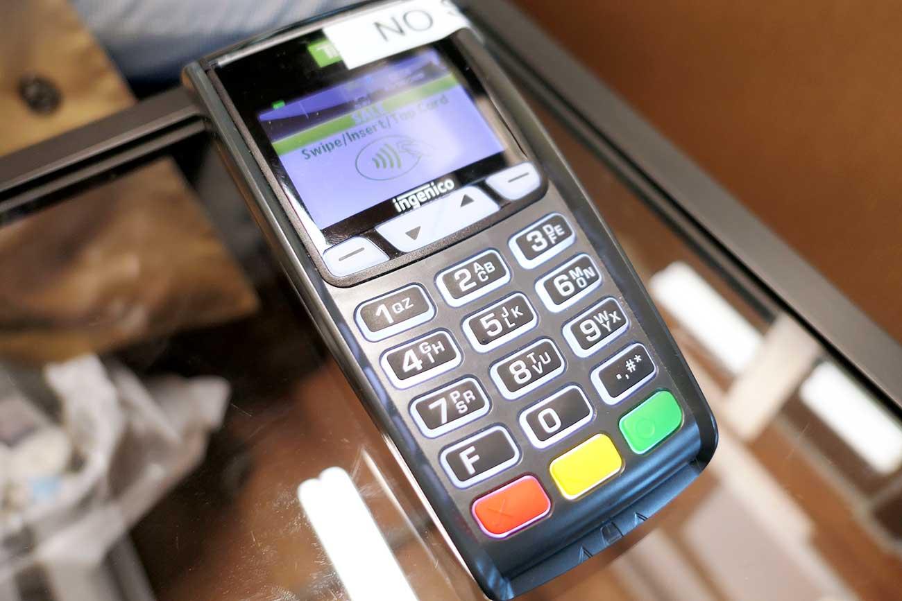 Payment Terminal(クレジットカードで支払う機械)