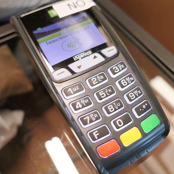 [海外]クレジットカードの機械でお金を払う方法は? どうやって使うの?