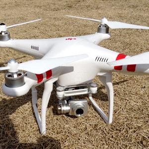 これを個人が使える時代になるなんて! 空撮ラジコンヘリ「Phantom 2 Vision+」をついに!?