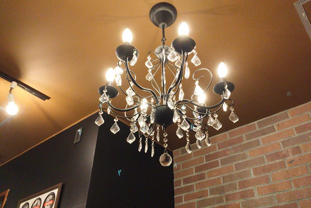 SAMA川沿店内の照明