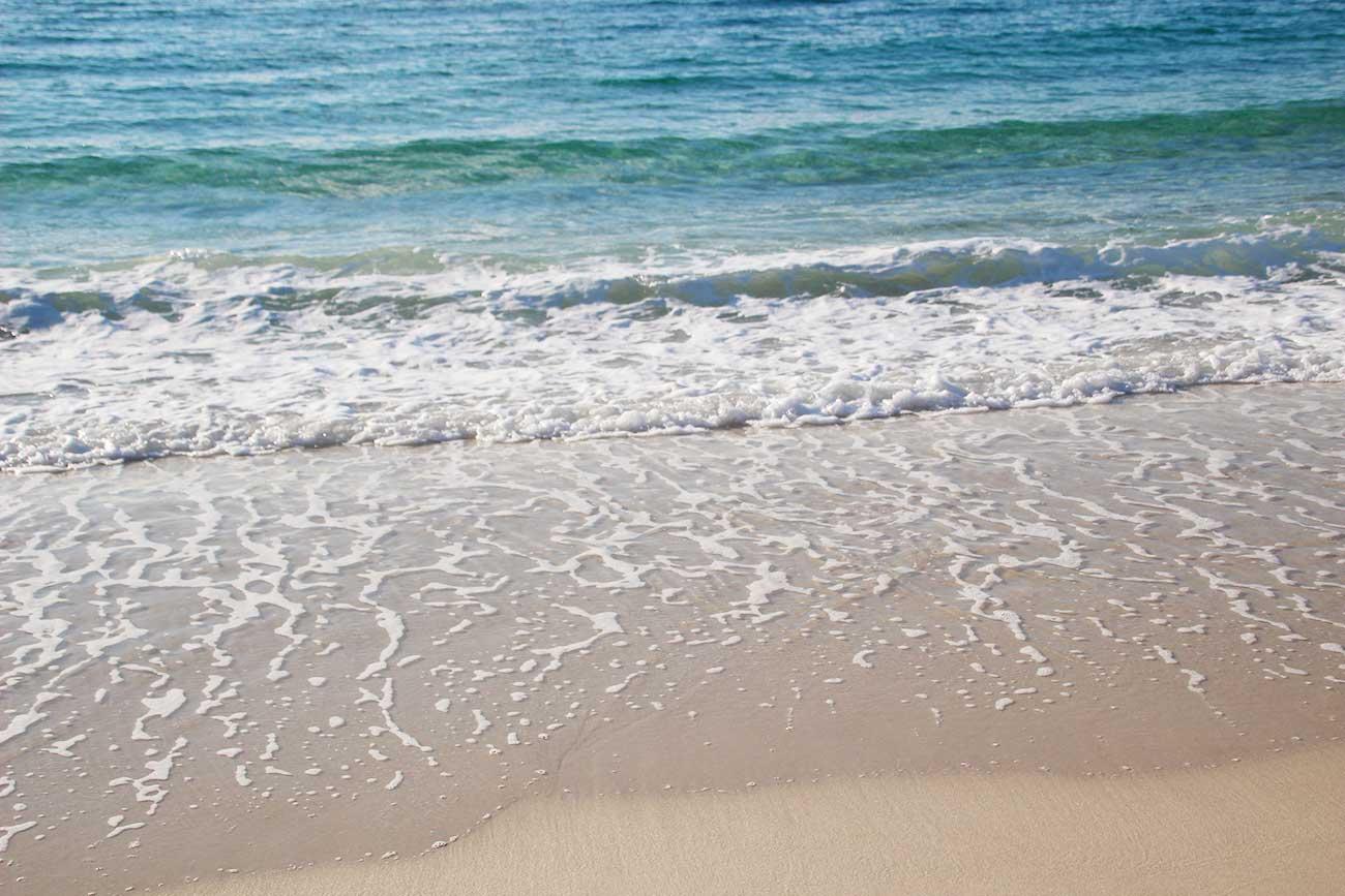 海がめちゃくちゃ青いよ!
